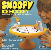 Atlantis Snoopy Ice Hockey Game (formerly Monogram) (Snap)