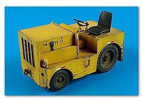 DMC Logan T40 USAF Tow Tractor Plastic Model Tractor Kit 1/32 Scale #320020