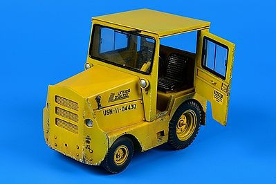 Aerobonus United Tractor GC340-4/SM340 Tow Tractor w/Cab -- Plastic Model Tractor Kit -- 1/32 Scale -- #320
