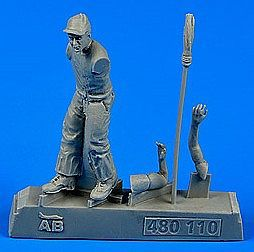 Aerobonus US Army Aircraft Mechanic WWII -- Plastic Model Aircraft Accessory -- 1/48 Scale -- #480110