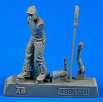 Aerobonus US Army Aircraft Mechanic WWII Plastic Model Aircraft Accessory 1/48 Scale #480110