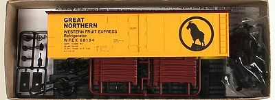 Accurail 40' Steel Reefer w/Hinged Door Kit Great Northern WFEX -- HO Scale Model Train Freight Car -- #83309