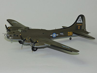 Academy Plastics B17F Memphis Belle Aircraft -- Plastic Model Airplane Kit -- 1/72 Scale -- #12495