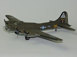 Academy B17F Memphis Belle Aircraft Plastic Model Airplane Kit 1/72 Scale #12495