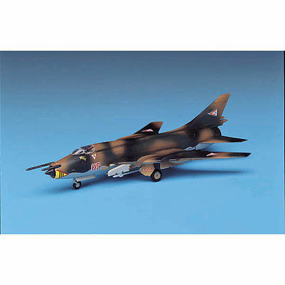 Academy SU22 Fitter Fighter Plastic Model Airplane Kit 1/144 Scale #4438