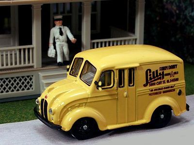 American Heritage Car Co. 1950 Delivery Truck Lilly Farm Dairy Products w/Milkman -- HO Scale Model Railroad Vehicle -- #87010