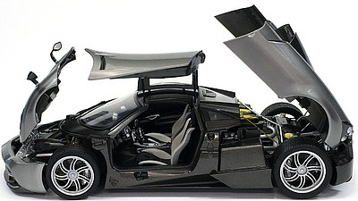 Aoshima Pagani Huayra Italian 2-Door Sports Car (New Tool) -- Plastic Model Car Kit -- 1/24 Scale -- #10914