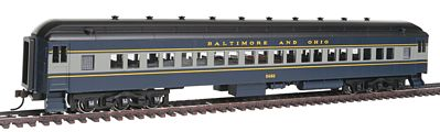 Bachmann 72' Heavyweight Coach Baltimore & Ohio #5482 -- HO Scale Model Train Passenger Car -- #13702