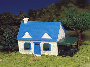 Bachmann Cape Cod House Snap Kit -- HO Scale Model Railroad Building -- #45131