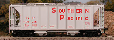 Bowser Manufacturing Co. 70-Ton 2-Bay Covered Hopper Closed Side SP -- HO Scale Model Train Freight Car -- #56870