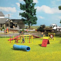 Busch Dog Agility Training Center with Figures and Details Kit - 4-3/8 x 3-5/8 x 2 11.1 x 9.2 x 5cm