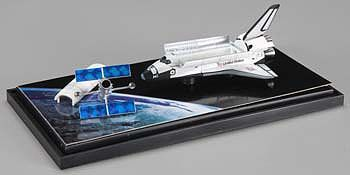 Dragon Wings 1/400 Space Shuttle Discovery w/Hubble Telescope