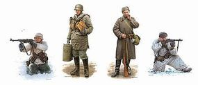 DML Battle of Kharkov Soldiers Winter Dress 1943 Plastic Model Military Figure 1/35 Scale #6782