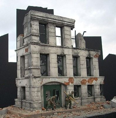 Dioramas Plus Ruined Small 3-Story Government Building -- Plaster Model Building Kit -- 1/35 Scale -- #2