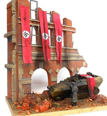 DioramasPlus 1/35 Fall of Berlin German Street Scene Ruined Building Front w/Base (8x10)