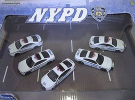 Green-Light NYPD (5) Diecast Model Car Set 1/64 Scale #56080