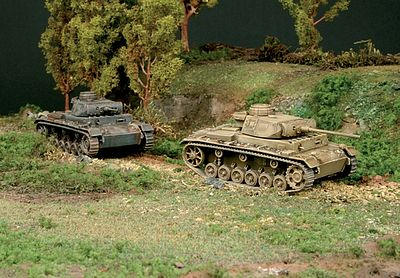 Italeri Pz Kpfw III J Plastic Model Military Vehicle Kit 1/72 Scale #557507