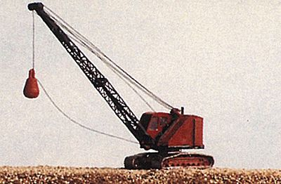 JL Innovative Design Bantam Dragline Crane w/Wrecking Ball Metal Kit -- Model Railroad Vehicle -- N Scale -- #2091