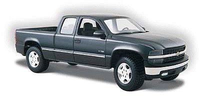 Maisto International Chevrolet Silverado Pickup Truck (Black) -- Diecast Model Truck -- 1/24 scale -- #31941blk