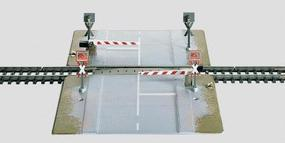 Marklin Automatic 2-Lane Road Grade Crossing HO Scale Model Railroad Operating Accesssory #7592