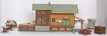 Model-Power Freight Station with Accessories Built-Up N Scale Model Railroad Building #2611