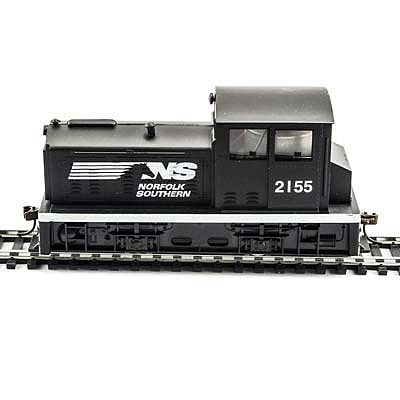 Model Power DDT Plymouth Norfolk & Southern (Black/White) -- HO Scale Model Train Diesel Locomotive -- #96684
