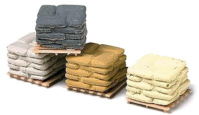 Railstuff Banded Sacks on Pallets Assorted Colors (4) Model Railroad Building Accessory HO Scale #570
