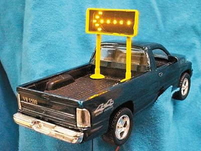 Miniatronics Corp. Flashing Highway Arrow Mobile Sign w/Transformer (Double) -- HO Scale Model Electrical -- #8000201