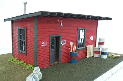 Motrak Models SUPPLY SHED KIT -- O Scale Model Railroad Building -- #43001