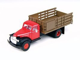 Classic-Metal-Works 1941/46 Chevy Stake Bed Truck Red HO Scale Model Railroad Vehicle #30337