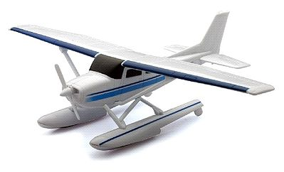 New Ray Toys Cessna 172 Skyhawk with Float Kit -- Plastic Model Airplane Kit -- 1/42 Scale -- #20655