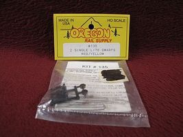 Oregon-Rail Dwarf Signal Single Lite Red/Yellow (2) HO Scale Model Railroad Trackside Accessory #135