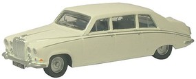 Oxford Daimler DS420 Assembled Old English White N-Scale