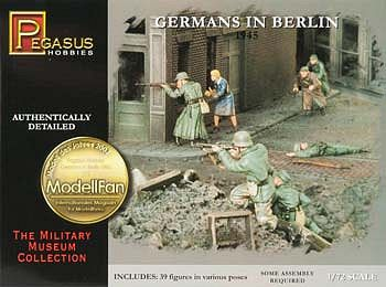 Pegasus Hobbies Germans In Berlin 1945 (39) -- Plastic Model Military Figure -- 1/72 Scale -- #7228