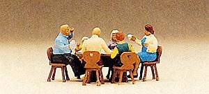Preiser Pedestrians Family Sitting in Garden (6) Model Railroad Figures HO Scale #10282