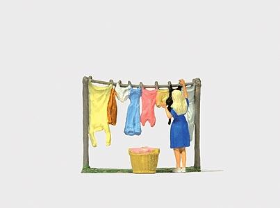 Preiser Woman Hanging Clothes Model Railroad Figure HO Scale #28110