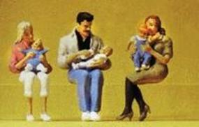 Preiser Seated Parents with Babies Model Railroad Figures G Scale #45024
