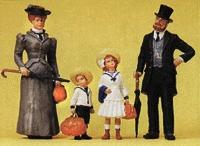 Preiser Family on Holliday Model Railroad Figures G Scale #45062
