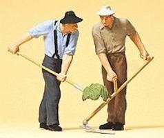 Preiser Farmers with Pitch Fork and Scythe Model Railroad Figures G Scale #63053