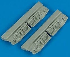 Quickboost Beaufighter Undercarriage Covers for Hasegawa Plastic Model Aircraft Accessory 1/72 #72158