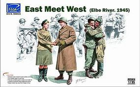 Rich East Meets West (Elbe River 1945) Plastic Model Military Figure Kit 1/35 Scale #35014