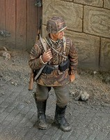 Royal-Model 1/35 WWII Waffen SS Ardennes Soldier w/Rifle (Resin)