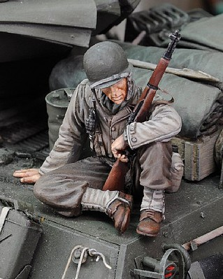 Royal-Model 1/35 WWII US Infantry at Rest Sitting w/Rifle (Resin)