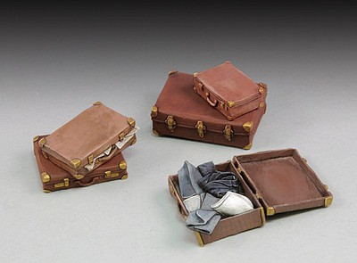 Royal-Model 1/35 Assorted Suitcases (5) (Resin)