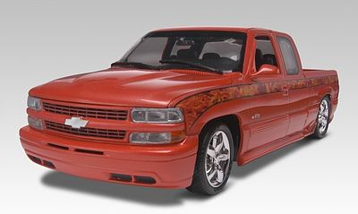 Revell-Monogram 1999 Chevy Silverado Custom Pickup -- Plastic Model Truck Kit -- 1/25 Scale -- #857200