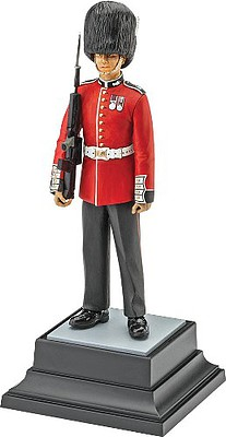 Revell-Germany Queens Guard Plastic Model Military Figure 1/16 Scale #02800