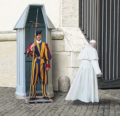 Revell of Germany Swiss Guard -- Plastic Model Military Figure -- 1/16 Scale -- #02801