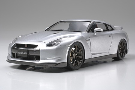Tamiya Nissan GT-R Sportscar Coupe -- Plastic Model Car Kit -- 1/24 Scale -- #24300
