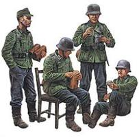 Tamiya German Soldiers at Rest Plastic Model Military Figure Kit 1/35 Scale #35129