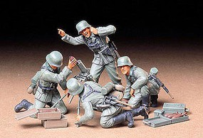 Tamiya German Infantry Mortar Soldier Team Set Plastic Model Military Figure Kit 1/35 Scale #35193